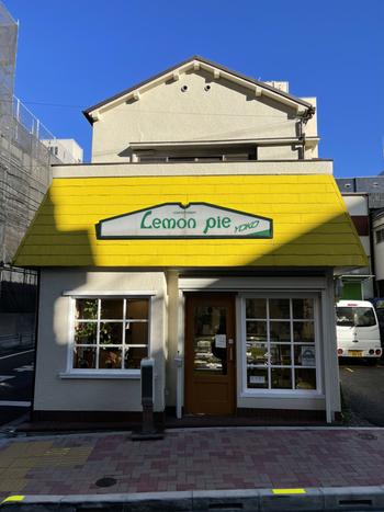 田原町駅からすぐの大通りから1本入った場所にある「レモンパイ」。店名のとおりレモン色の屋根が目印のかわいらしいお店です。