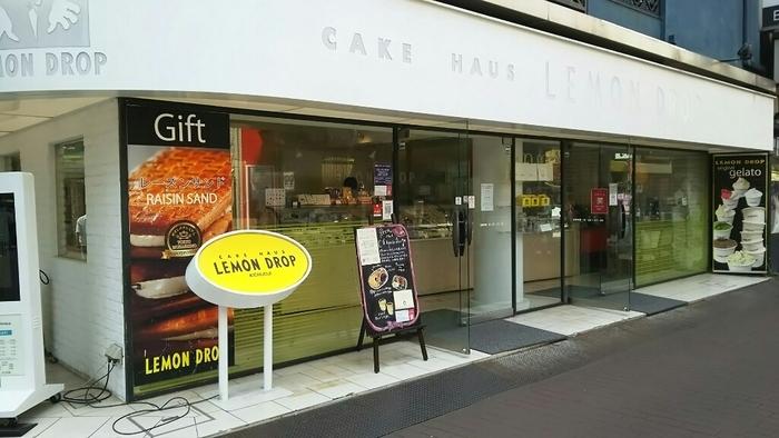 1980年から続く、吉祥寺の老舗ケーキハウス「レモンドロップ」。店頭のレモン型のオブジェが目を惹きます。吉祥寺のケーキ屋さんといえば、ここ!と言われるほどの有名店です。