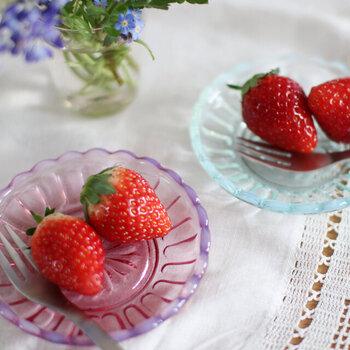 雪の花シリーズの豆皿は、グミやゼリー菓子をちょこんと乗せるのにちょうどいいサイズです。