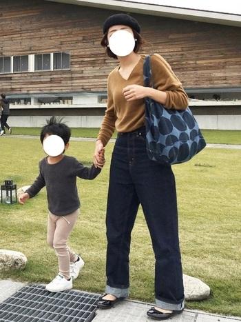 ヒールが低く動きやすいので、お子様を連れてのおでかけにもぴったりなバレエシューズ。たくさん歩く公園やアウトレットのシーンにもおすすめです。