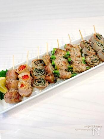 おうち居酒屋のメニューに是非とも加えたい豚バラの串焼き。色々な野菜を加えることで、ヘルシーかつ美味しさも倍増しますよ!トマトやシシトウなど、色々チャレンジしてみましょう。