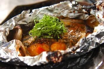 ホイル焼きの定番でもある鮭。臭みを取ってくれる大葉は、料亭のような味わいに格上げしてくれる薬味なので、是非プラスしてみましょう。