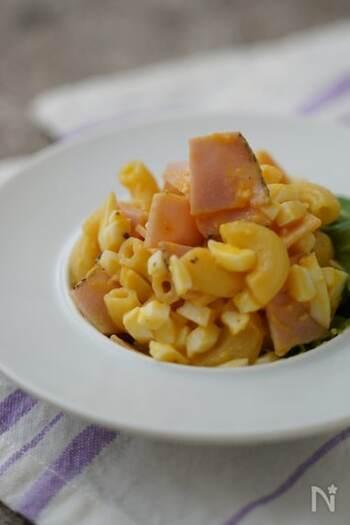 マヨネーズの代わりに、ゆで卵とだし酢で味付けしたサラダです。はちみつの甘みも入って、食べやすい味に仕上がります。マカロニが入ることでボリュームアップ!時間が経つと、味が馴染んでより美味しくなりますよ。