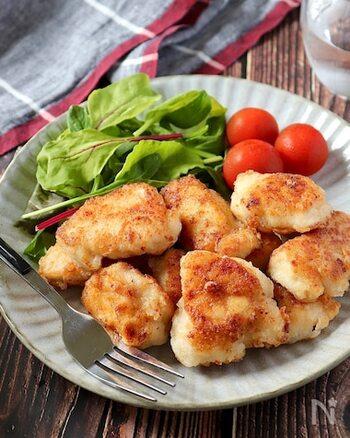 唐揚げも食べやすくて子供のお弁当に欠かせないおかずですね。こちらは、鶏むね肉でもジューシーにできる唐揚げ。油の少ない揚げ焼きですので、調理も簡単です。