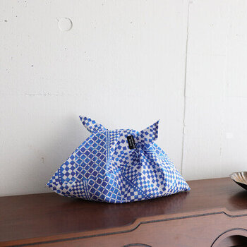 nunocoto fabricオリジナル生地で、ひとつずつ丁寧に作られたあずま袋。柄の種類が豊富なので、どれにするか迷ってしまいそう。