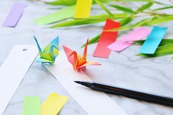 昔から長寿の象徴とされていた鶴。七夕の飾りとしても折り紙で折った鶴は、長寿や家内安全を願う飾りです。
