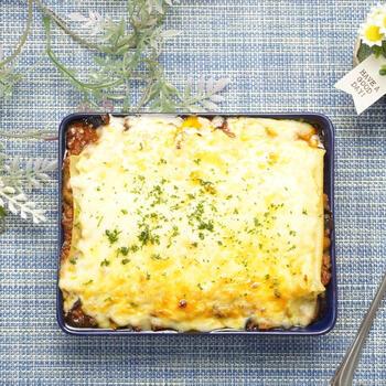 ナス入りでチーズと一緒にとろーり溶けるような食感がたまらない本格ラザニア。オーブンがなくても魚焼きグリルで作れるなんて嬉しいですよね。耐熱皿やグリルパンを活用しましょう。
