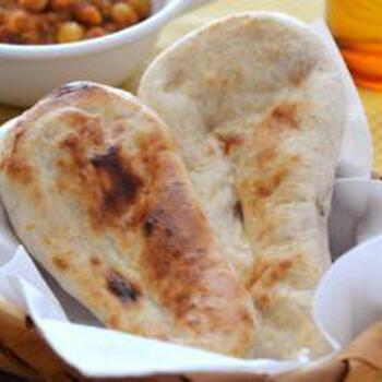 インドカレー料理屋で人気のナン。サイズは小さめになってしまいますが、焼き立てナンの美味しさをおうちでも楽しめるレシピです。