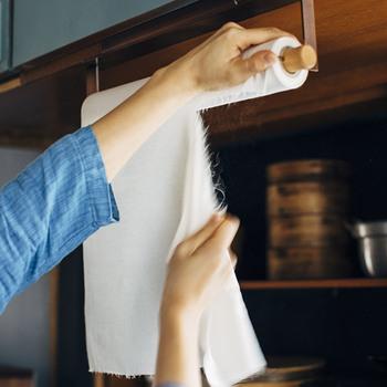 ミシン目に沿ってスムーズにカットできるのが気持ち良い!ホルダーにセットしておけば、使いたい時にすぐ手に取れるので便利です。