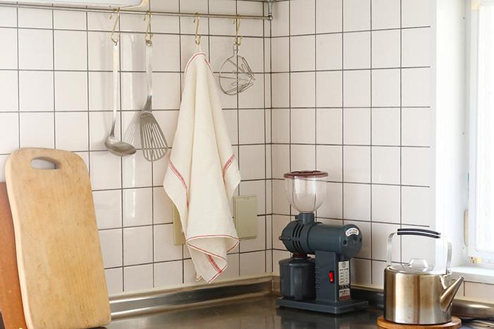 縁のカラーラインが良いアクセントに。キッチンに吊しておいても、おしゃれな雰囲気が出ますね♪