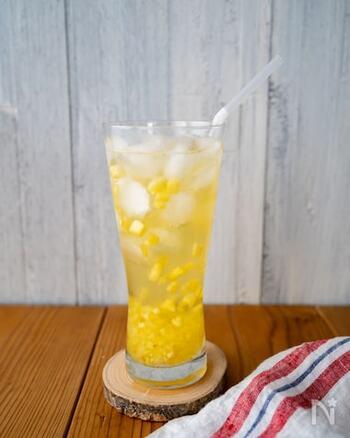 ビタミンCやビタミンBの他、クエン酸もたっぷり含まれるパイナップルは、疲れている時におすすめのフルーツ。ジャスミンティーとパイナップルの夏らしく清涼なカップリング。カクテル感覚で楽しめそうですね!