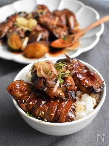 こちらは、こってりした豚バラ肉ととろける食感になる茄子を使ったスタミナレシピ。疲労回復に効果が期待できるビタミンB1の多い豚肉と夏野菜は、旬に合った食材の組み合わせでもあります。「丑の日には黒い食べ物」というルールにもぴったり合いますね。