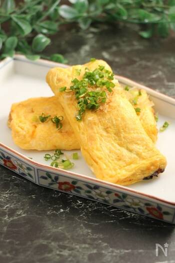 蒲焼きを「土用卵」で包んだ卵焼き。うなぎの蒲焼きを楽しみたいけど少しだけ…というときにおすすめの軽めレシピです。ふわふわ卵としっかりした味付けのうなぎの蒲焼は相性抜群!蒲焼きがちょっと苦手という人へのアレンジとしてもおすすめです。