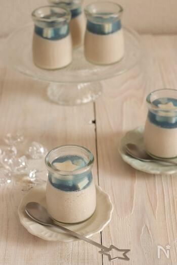 近年大人気のアーモンドミルクを使ったプリン。青いゼリーを注いだら見た目も涼やかに。