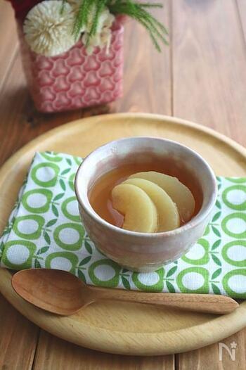 お口直しに最適な、台湾茶の風味を生かした大人のゼリー。缶詰の白桃をのせてちょっぴり豪華に。
