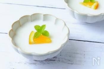 甘酒の優しい甘さとヨーグルトの程よい酸味がおいしいゼリー。夏バテや疲労で食欲のない時にもおすすめです。