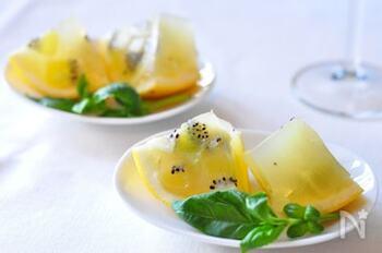 キウイ&グレープフルーツの2種類のフルーツが入った贅沢なゼリー。ビタミン豊富で体も喜びます。