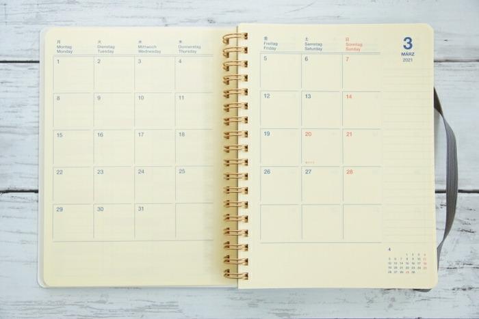 手帳は3月と1月はじまりのものに加え、10月はじまりの扱いがあります。自分のライフスタイルに合わせたタイミングで手帳を新調できるのが嬉しいですね。
