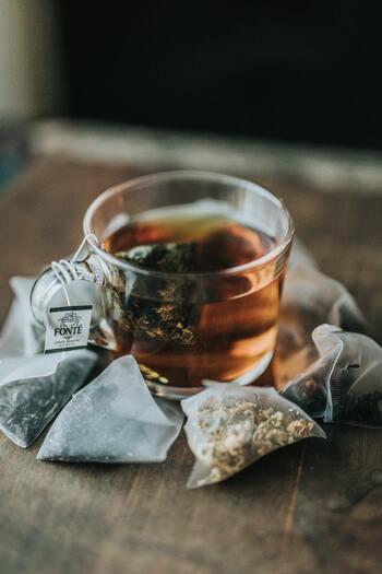 紅茶の種類はお好みで。特に決まりはないので、お家にある適当な茶葉で構いません。開封してちょっと時間が経った紅茶缶やティーバッグでもOK。フルーツを加えるので、香りが少し飛んでしまっていても美味しく頂けますよ。