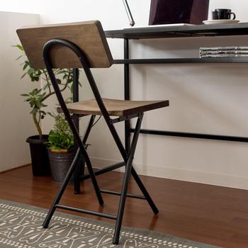 大人数の会議や打ち合わせなど、オフィスで使う折りたたみ椅子は持ち運びやすいものを選びましょう。積み重ねができるタイプも収納もしやすいのでおすすめ。