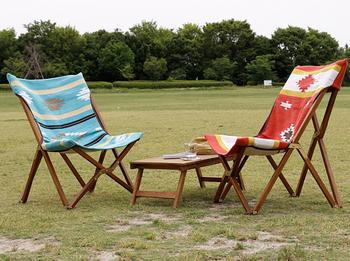 キャンプや運動会など、アウトドアで使用する折りたたみ椅子は壊れにくい頑丈なものがおすすめ。雨や泥が付いても手軽にお手入れできるものや、車に乗せてもかさばらないようなコンパクトさも重視すると良いでしょう。