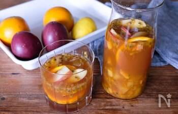 南国生まれのフルーツは、ビタミン豊富!中でもパッションフルーツは、ビタミン類や葉酸の他、マグネシウムや鉄、亜鉛などミネラルもたっぷり。栄養豊富なので、できればフレッシュなままいただきたい果物です。パッションフルーツをメインに、オレンジ、レモン、パイン、夏らしいフルーツを組み合わせたフルーツティー。夏の疲れなんてなんのその。身も心もすっきりリフレッシュできそうです。