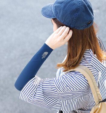 焼けやすい腕を紫外線から守るには、アームカバーが便利。THE NORTH FACEのUVカットGTDアームカバーは、コンパクトな作りなので、バッグに入れておいても邪魔になりません。シンプルなデザインにさりげないロゴ入りがお洒落なので、コーディネートのアクセントとしても◎