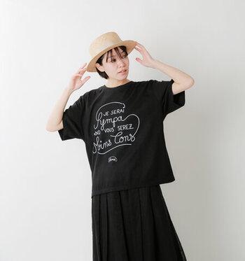 さりげないシンプルなロゴデザインが大人可愛い、ゆったりTシャツ。今っぽい雰囲気をプラスしてくれる体型カバー効果抜群のオーバーサイズTシャツは、取り入れるだけでコーデが新鮮に!