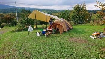 夏キャンプは場所によっては暑すぎて過酷なキャンプになることがあります。涼しく快適に過ごすには、標高の高いキャンプ場を選ぶのがおすすめ。避暑地のキャンプ場は人気があるので、計画をしたら早めに予約しておきましょう。
