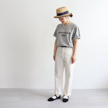 夏の定番「ロゴTシャツ」おしゃれな大人の着こなし4パターン