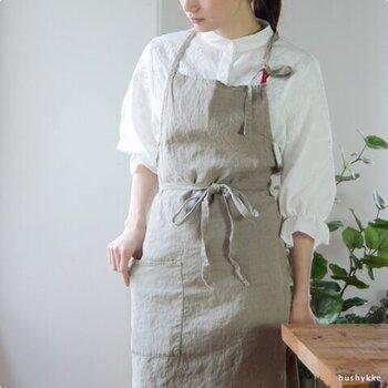 リネン素材が引き立つ、ナチュラルカラー。シンプルなデザインなので、男女兼用もできそうです。