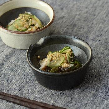 スパイスすりバチは。小鉢として酢の物や和え物などの盛り付けに使うとおしゃれ。もちろん、ソースやディップを作って、そのままテーブルの出すという使い方もOKです。
