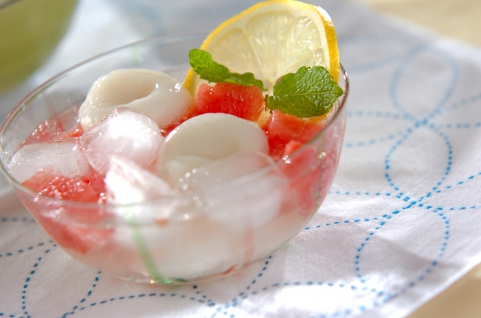 ひんやりつるつるの白玉も、暑い季節にうれしい味。夏が旬のすいかとの組み合わせも涼しげです。炭酸水がしゅわっと爽やかで、いろんな食感を楽めます。