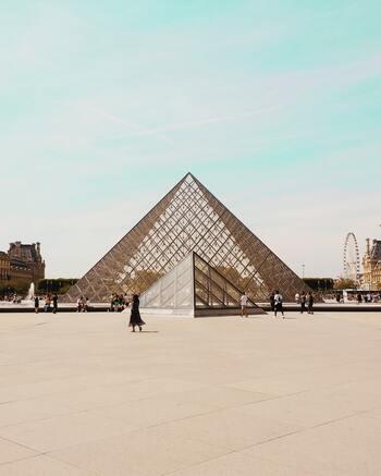DELFONICSが進出したのは、なんと、ルーブル美術館地下のカルーゼル・デュ・ルーヴル。パリの人々のみならず、世界中から感度の高い人々が訪れる一等地です。