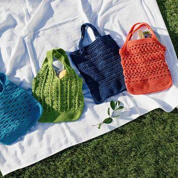 【涼しげな編み地が自慢 透け感がおしゃれなかぎ針編みバッグの会】  ファッションアイテムとしても流行りのネットバッグが4種類編めるコースです。どれも形や編み目が異なるため、とても練習になります。ご友人やご家族へのプレゼントにも喜ばれそう♪何枚あっても困らないネットバッグ編みにぜひ挑戦してみてください。