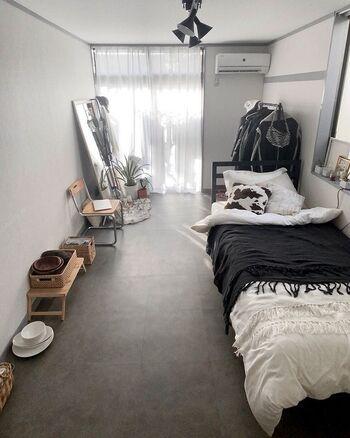こちらは賃貸のお部屋ですが、フロアタイルでデザイナーズのような空間になっています。よくある普通のフローリングと比べると、かなり印象に違いが出ますよね。