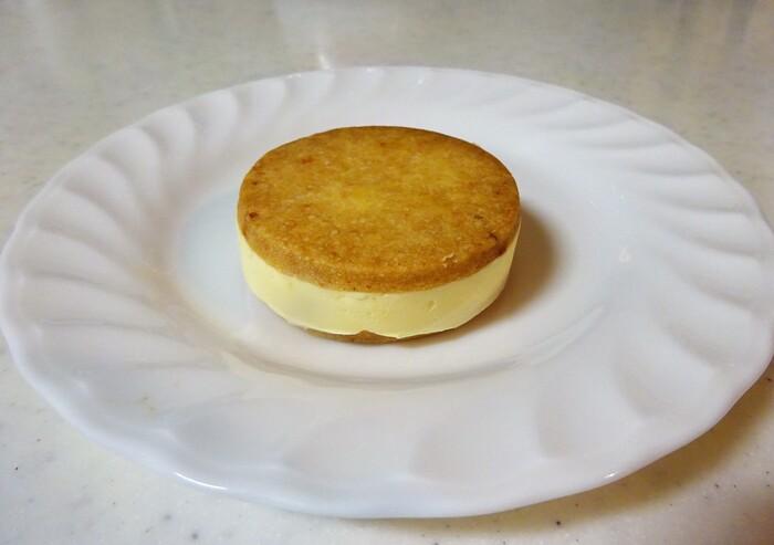 ミモレットチーズ入りの『ミモレット』は、チーズの塩気も感じられる大人の味。ワインと一緒に味わうのも良いかもしれません*
