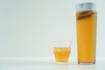 縦にも横にも置ける。夏の必需品「麦茶ポット・ジャグ」
