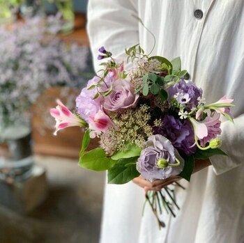 代々木上原や中目黒、蔵前などおしゃれな街にある花屋さん「ex. flower shop & laboratory」。お店は常にドライフラワーや彩り豊かな花木で溢れています。