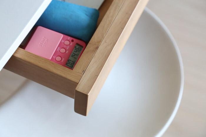 片付く収納は「テーブルの下」にあり!便利アイテム&すっきりアイデア