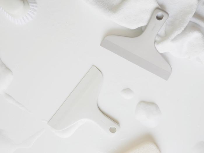 シンプルなデザインが新鮮なスキージー。やわらかい素材を使用しているため、お風呂の壁を傷つける心配はありません。手にフィットする形と持ちやすい大きさが、水気をスムーズに取ってくれます。