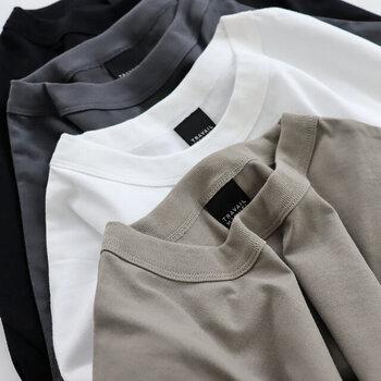 生地はコットン天竺で、薄くも厚くもない程よい厚み。一枚でさらりと着てもいいですし、パンツやレギンスと合わせてもいいですね。