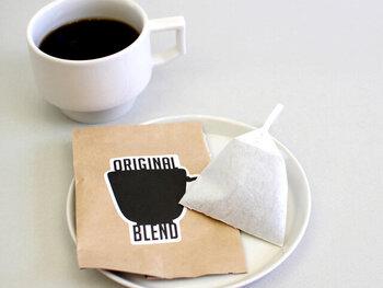 コーヒーの味は全部で5種類あります。看板商品であるオリジナルブレンドは、柔らかな苦みと深いコクが特徴です。その他には、エチオピアやグアテマラ、インドネシア、東ティモールなど、世界各地の個性豊かなコーヒー豆を味わえます。コーヒーの濃さは、バッグを引き上げるタイミングで好みに調節できるのも魅力です。