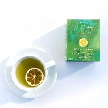 同じシリーズで、緑茶との掛け合わせを楽しむティーバッグもあります。ドライレモンは生に比べて苦みが出にくいメリットを生かして、緑茶の繊細な味わいとマッチさせています。ホットでも、水出しでも楽しめます。爽やかな見た目も素敵です。