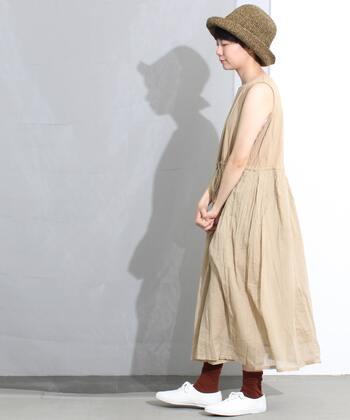 このスカートのふんわりとしたボイルの軽やかさと透け感がたまらなく涼しげ。夏は一枚でさらりと、涼しくなってきたらインナーワンピとしても重宝しそう。