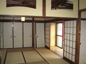 haletto house 001 KOSHIGOEは鎌倉市の観光地からは離れた場所にあります。古民家を改装した1日1組限定の宿で、地元の住人になったような気持ちで滞在できるのが魅力。海まで徒歩1分の距離なので、好きな時間にふらっと海に行くことも。普段の旅行とは一味違った楽しみ方ができるでしょう*