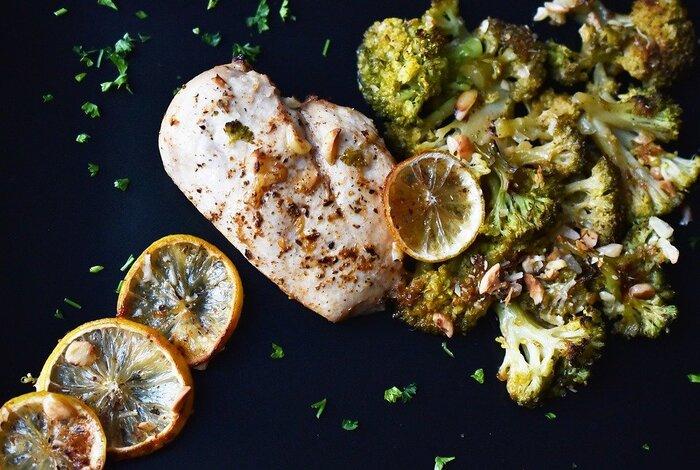 爽やかな風味とかわいらしい見た目で人気の「レモン」。相性の良い「鶏肉」と一緒に使って、夏の食卓をおしゃれに彩ってみてください!美味しくて、健康にもいい「鶏肉×レモン」の料理で、暑さが厳しい今年の夏を、元気に乗り切っていきましょう♪