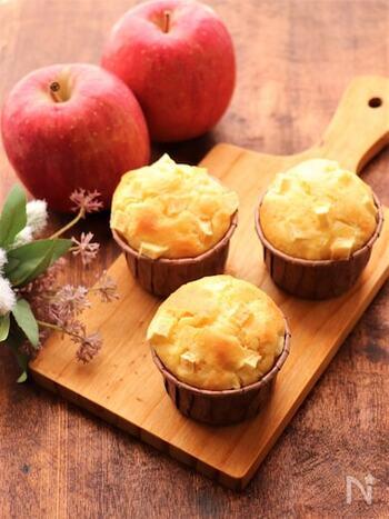 材料をポリ袋に入れて混ざるだけ!絞り袋も要らない超簡単なのに、本格的に仕上がる一品です。サッと作れるので、急なお客様の時にも活躍してくれそうですね。慣れてきたら、リンゴをナッツなどにアレンジして作ってみても美味しそう♡