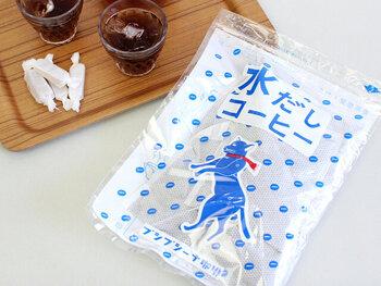 香川県高松市の自家焙煎珈琲店「プシプシーナ珈琲」のブレンドコーヒーは、香り高い本格派。可愛らしいパッケージも話題となり、全国にファンを持つ商品です。 コーヒッパックは約6〜7時間水につけておけばOK。濃い味が好みなら、長く時間をおけば味を調整できます。