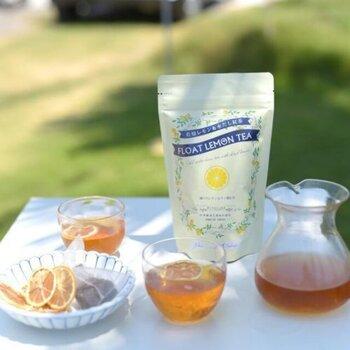 「水出しフロートレモンティー」は、ティーバッグに加えて、乾燥輪切りレモンがセットになっています。レモンをカップに浮かべれば、見た目にも爽やか!